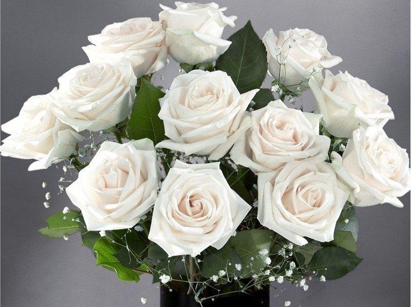 باقة زهور بيضاءجميلة