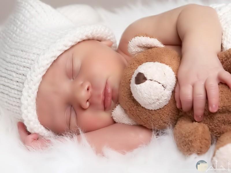 بيبى نائم مع دبدوب
