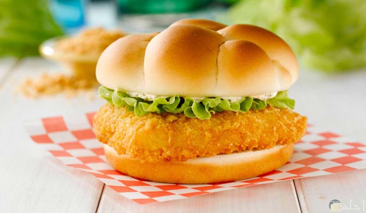 ساندويتش برجر سمك