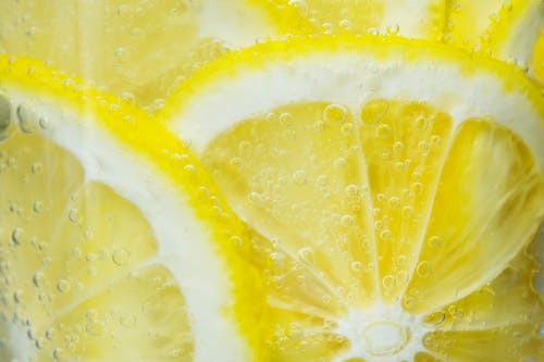 مجموعة صور لشرائح الليمون المميزة