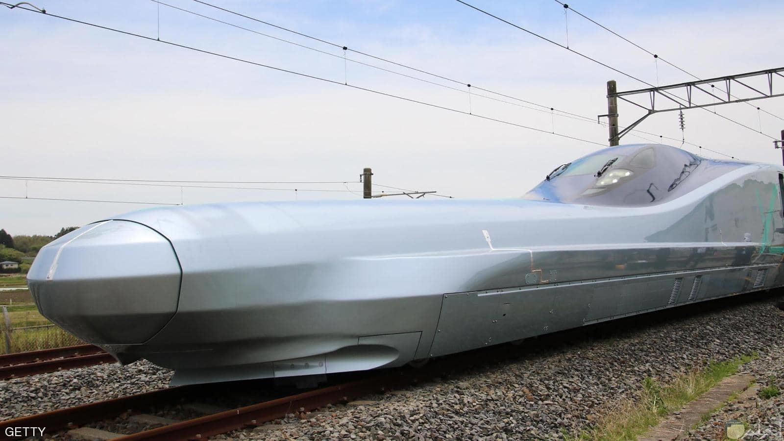صورة القطار الياباني السريع