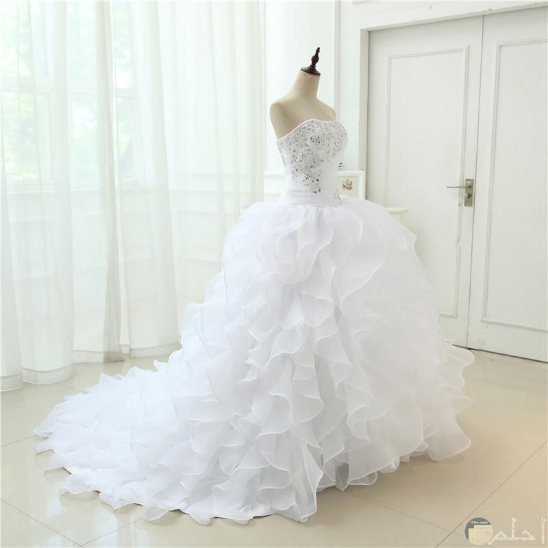 bf01317a4 صورة رائعة لفستان زفاف مع ذيل متوسط