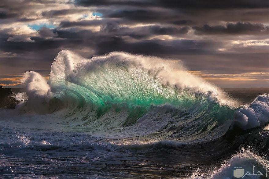 صورة رائعة للموج