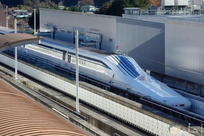 صورة قطار ماجليف اليابانى