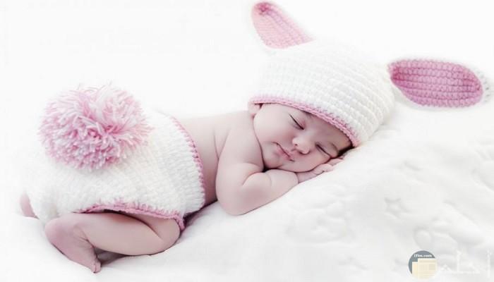 صورة مولودة بنت نائمة