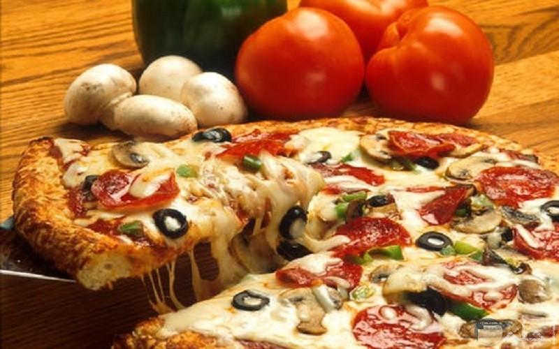 صور بيتزا ايطالى بالفطر والجبنة الموزريلا والخضروات
