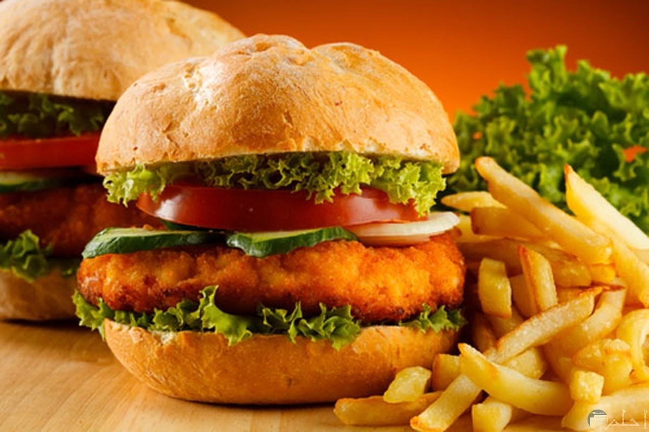 صورة لبرجر الدجاج