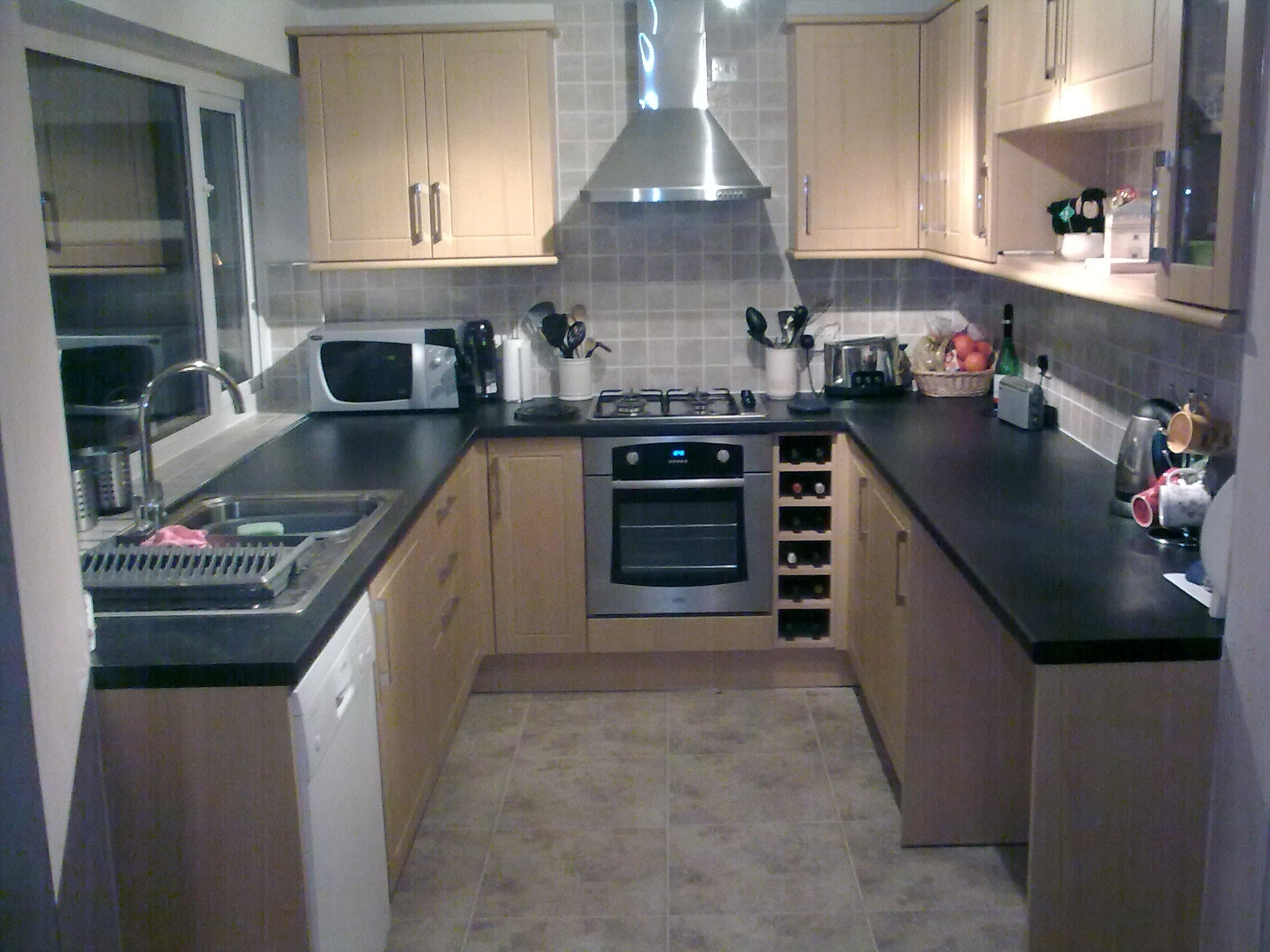 مطبخ صغير منظم