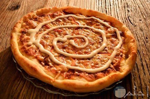 بيتزا الموتزاريلا الشهية