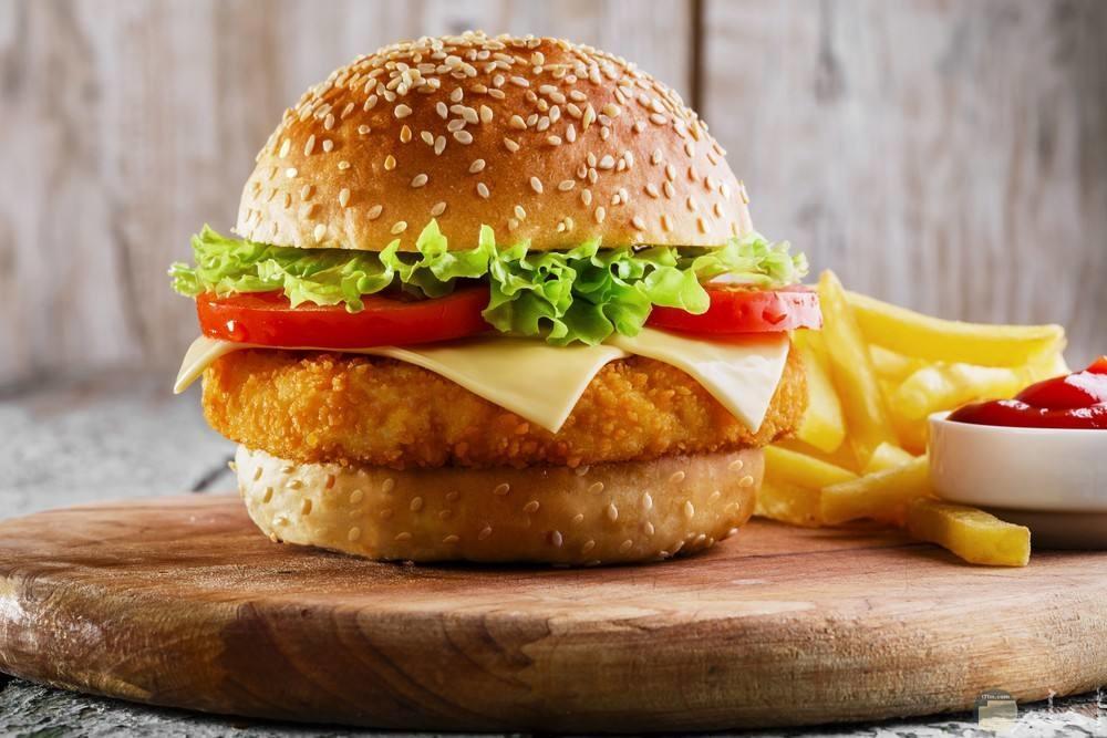 صورة لبرجر الدجاج الشهي