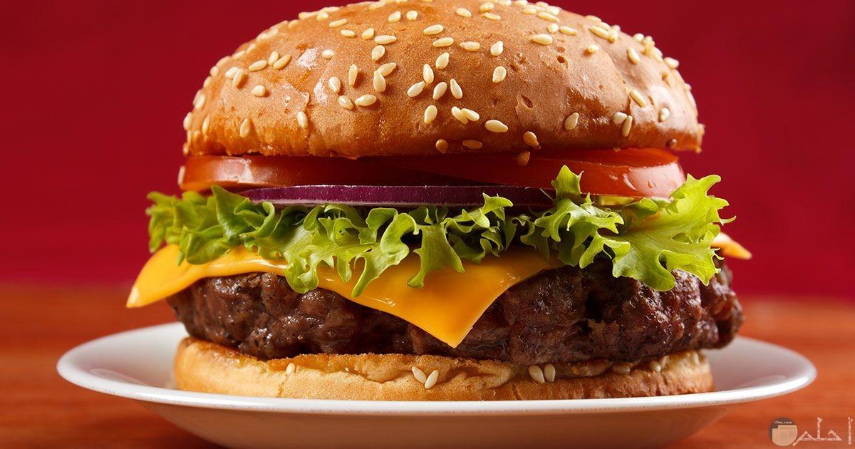 صورة لبرجر اللحم