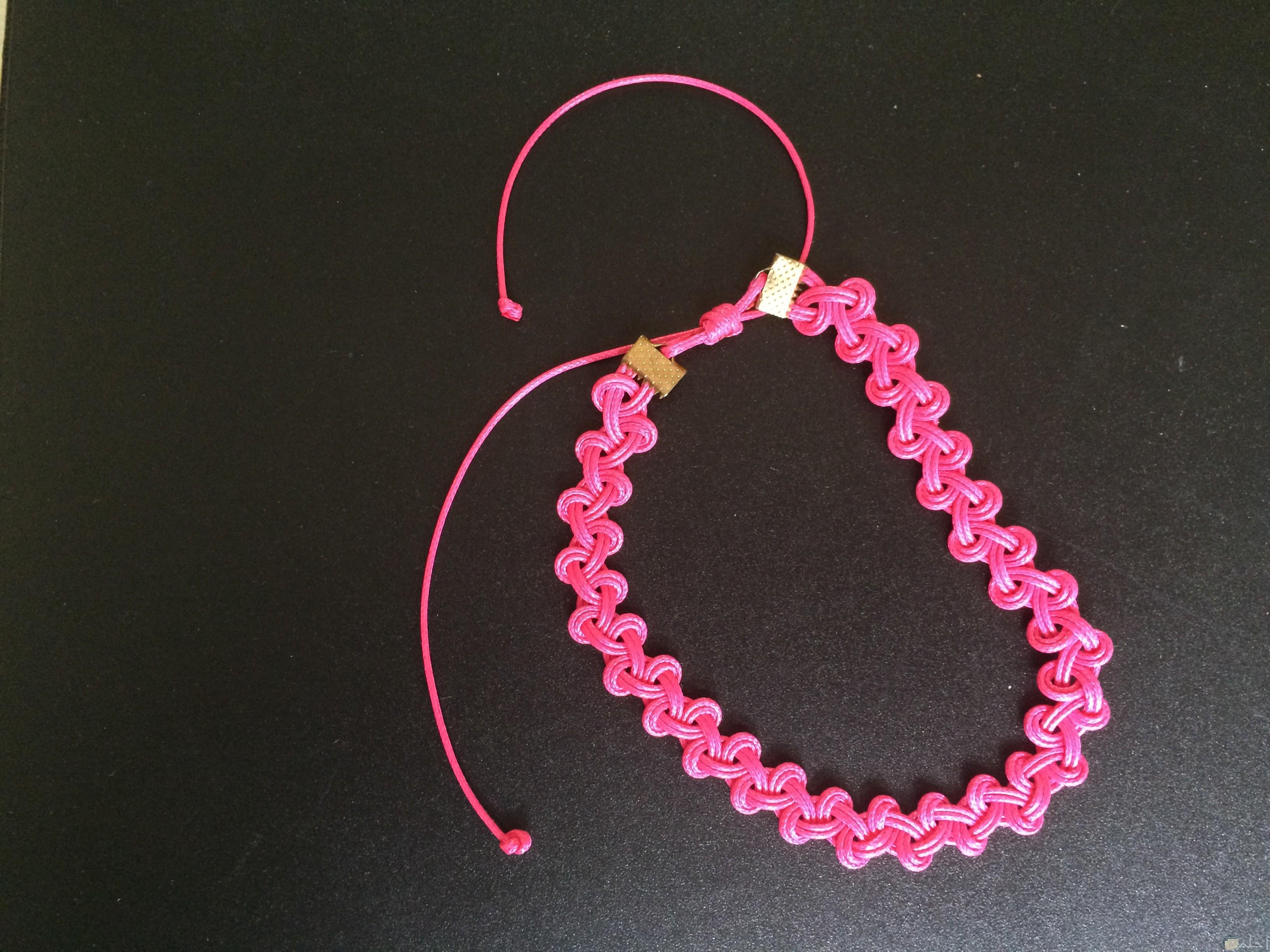 إكسسوار هاند ميد جميل لليدين باللون الوردي للبنات