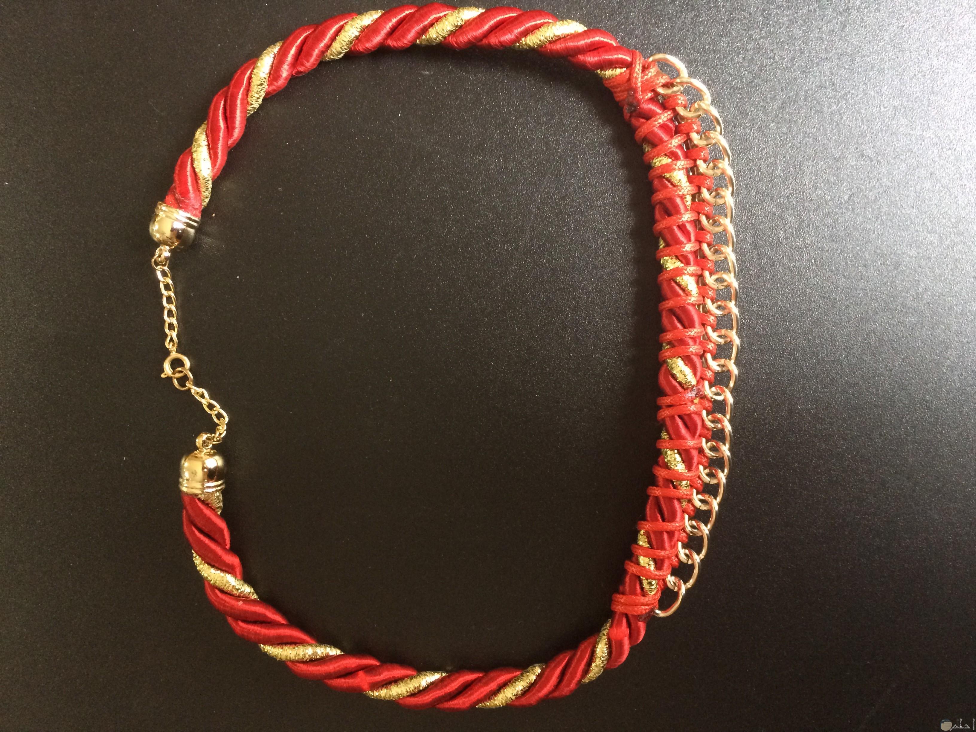 صورة إكسسوار هاند ميد إحترافي لليدين باللون الأحمر والذهبي