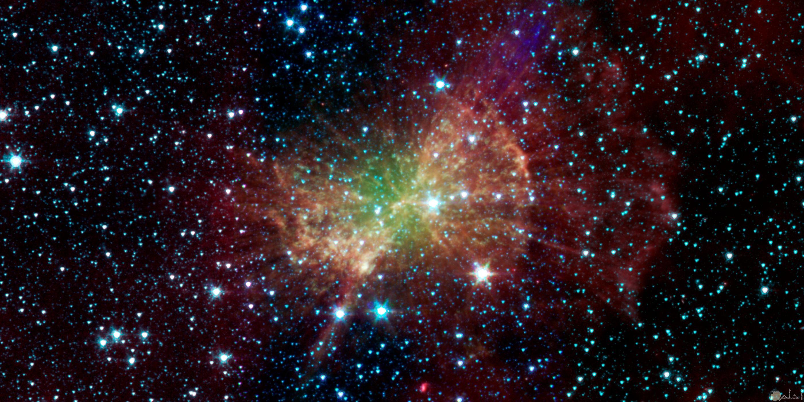 صورة جميلة توضح النجوم مضيئة بشكل كبير في الفضاء