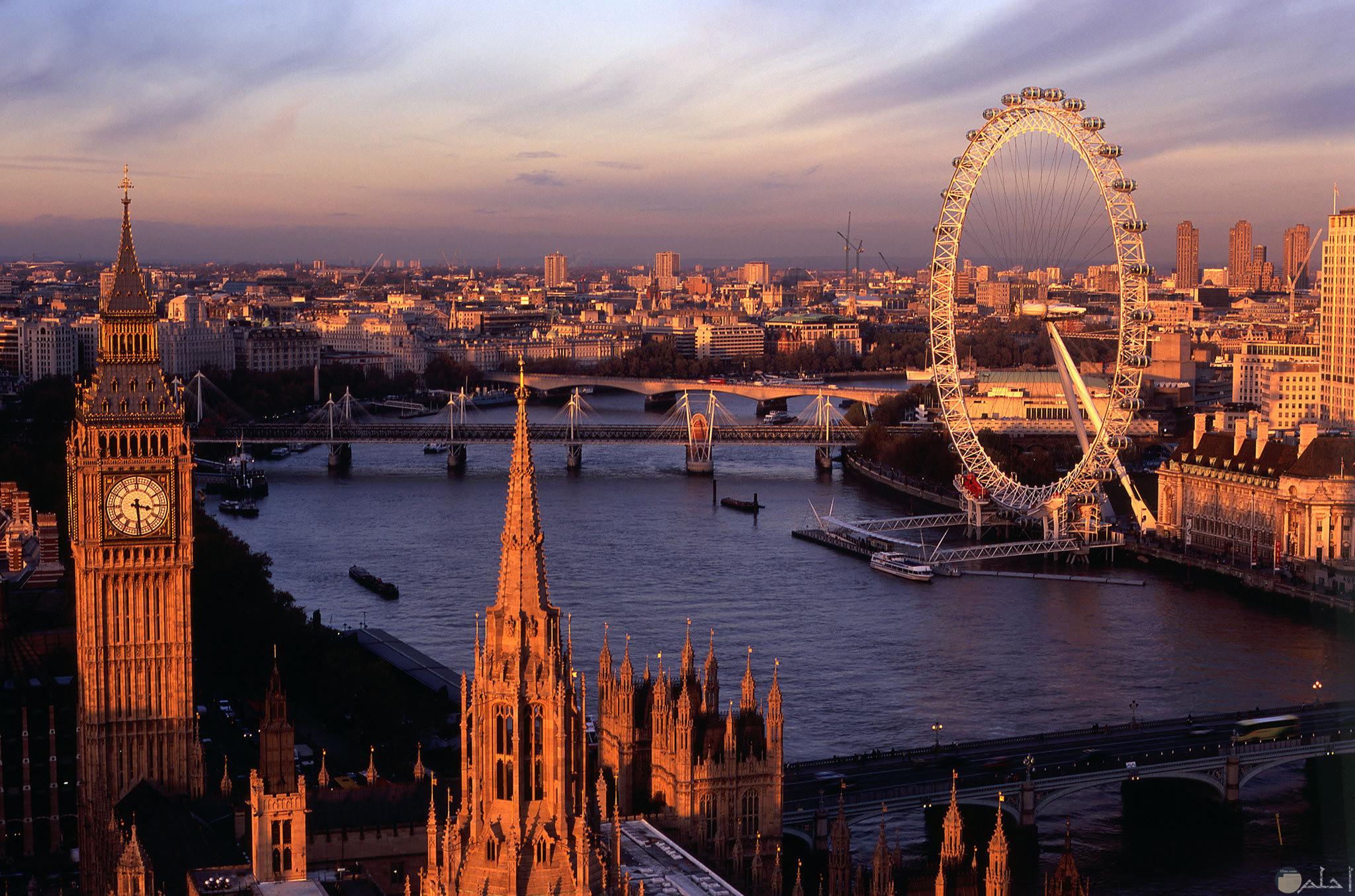 صورة جميلة لمعلم عين لندن وهي عجلة كبيرة عملاقة مشهورة ببريطانيا