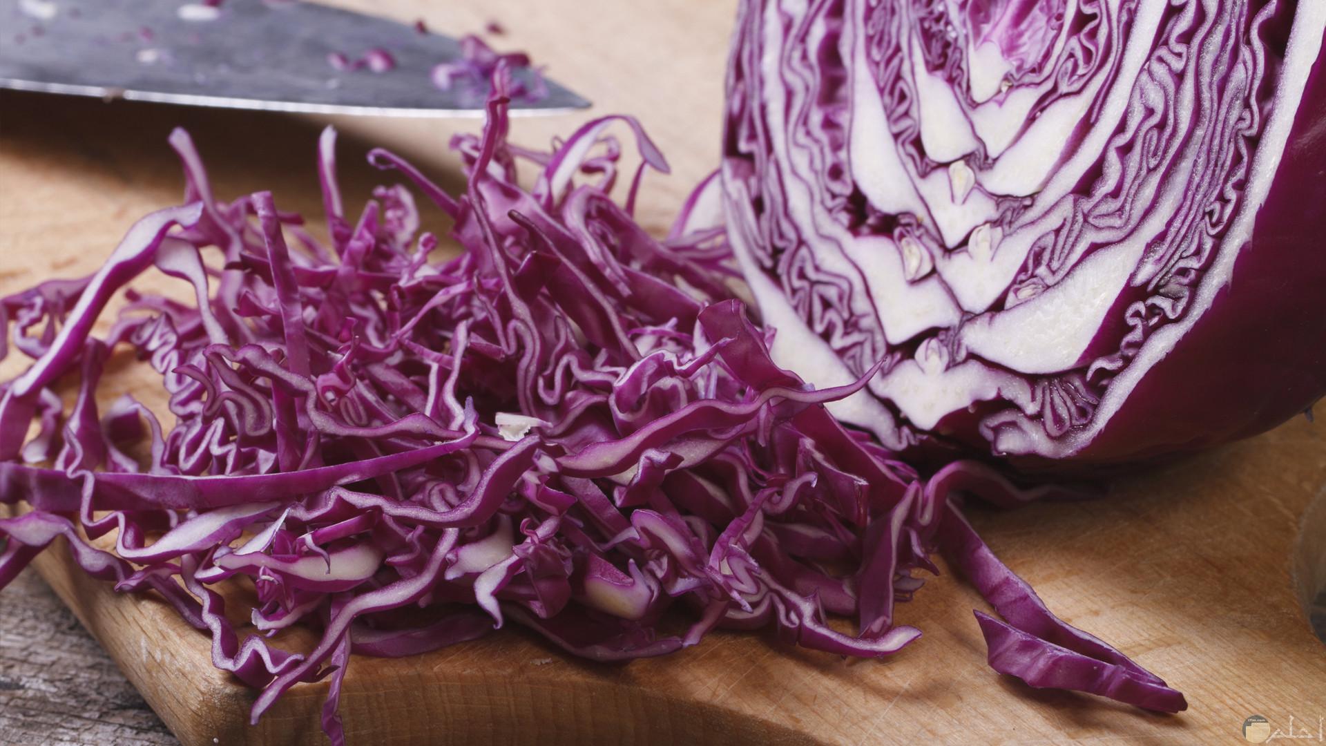 خضار الملفوف من الخضراوات الشتوية المفيدة واللذيذة وكثيرا ما يتم اضافته في الطعام لإعطائه طعم لذيذ