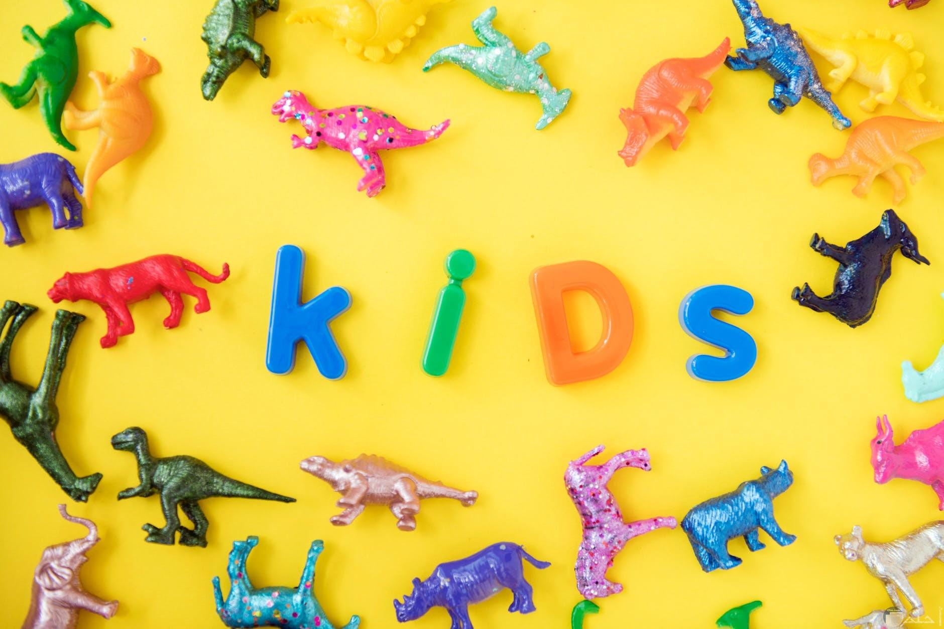 صورة حيوانات وكلمة KIDS
