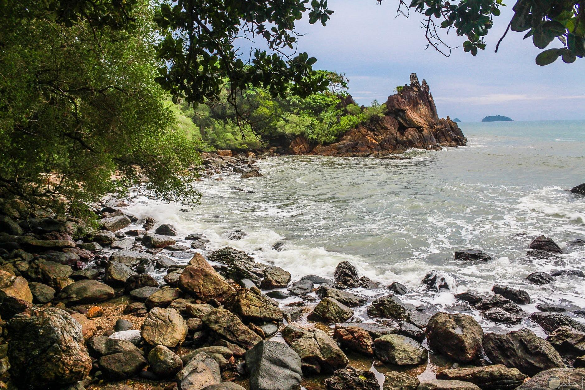 ثيمات لمنظر البحر والصخور