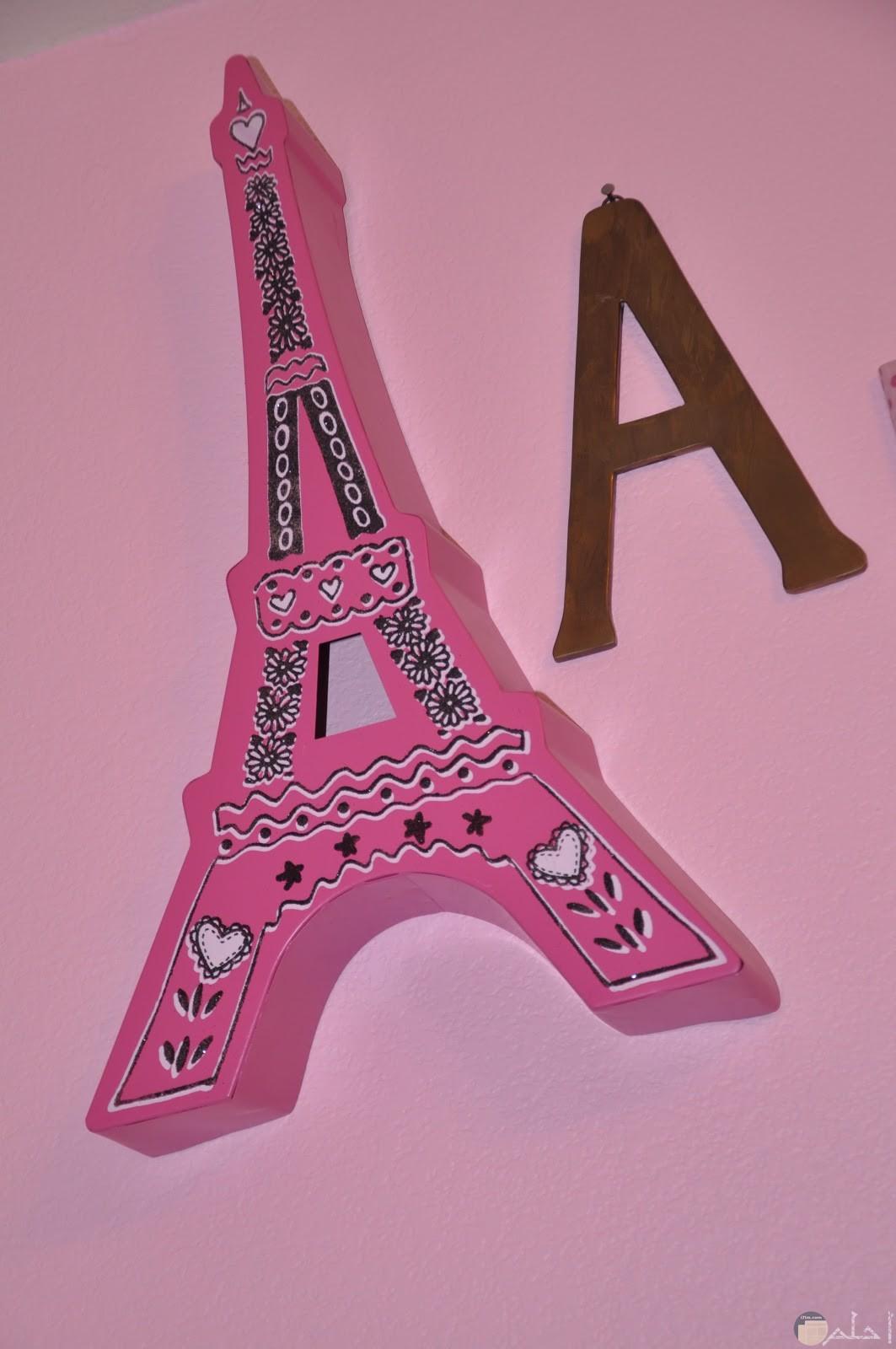 حرف A بخلفية برج ايفيل
