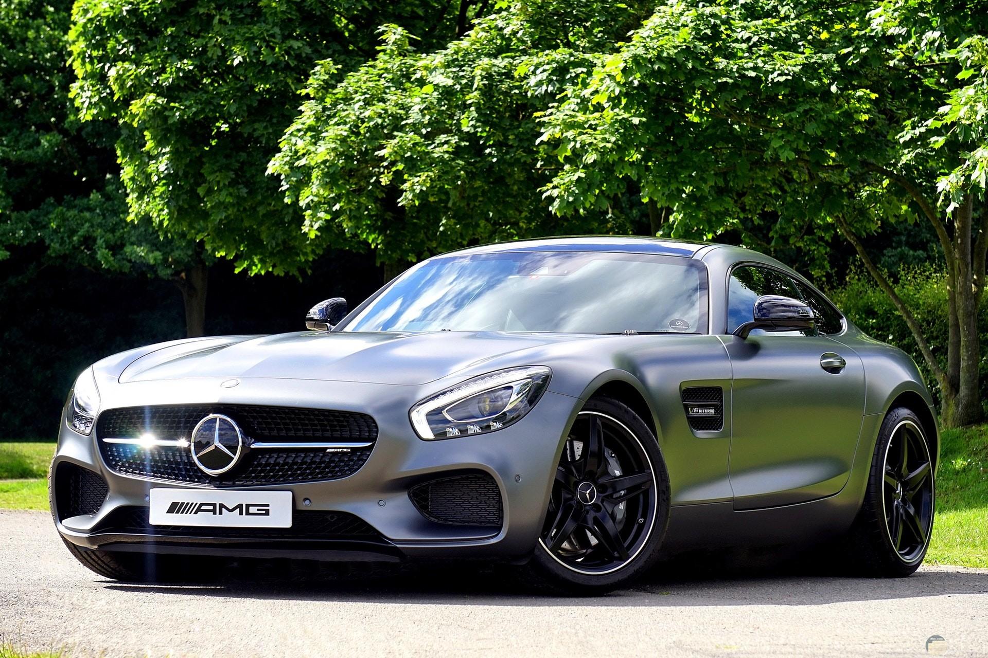صورة جميلة لسيارة مرسيدس بنز باللون الفضي