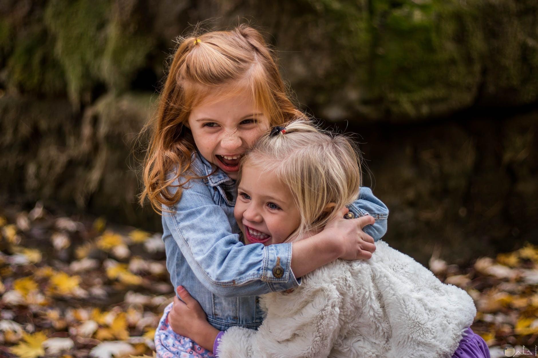 صورة اطفال يلعبون في سعادة