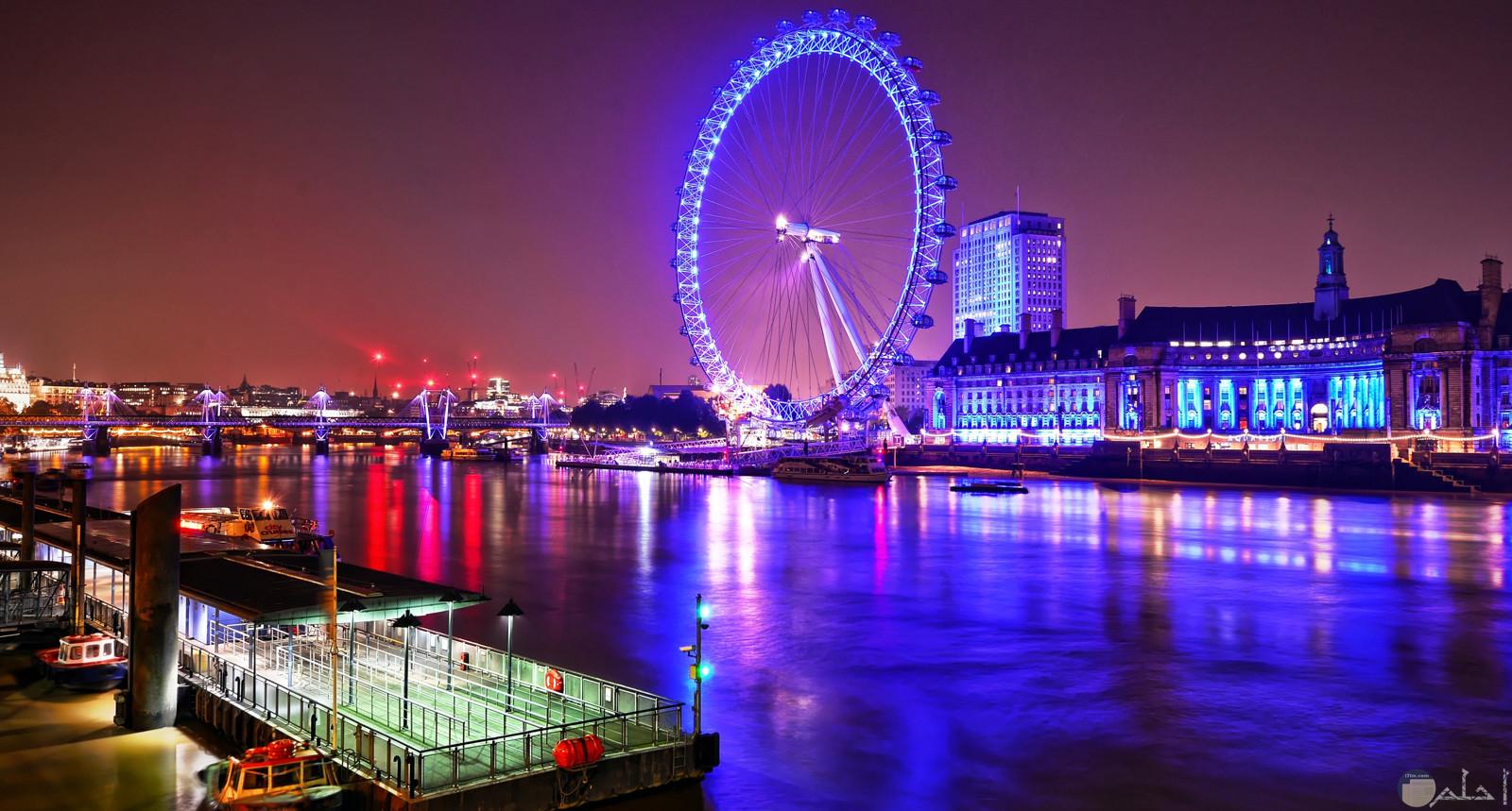 صورة جميلة للعجلة العملاقة عين لندن وهي معلم سياحي مشهور في بريطانيا