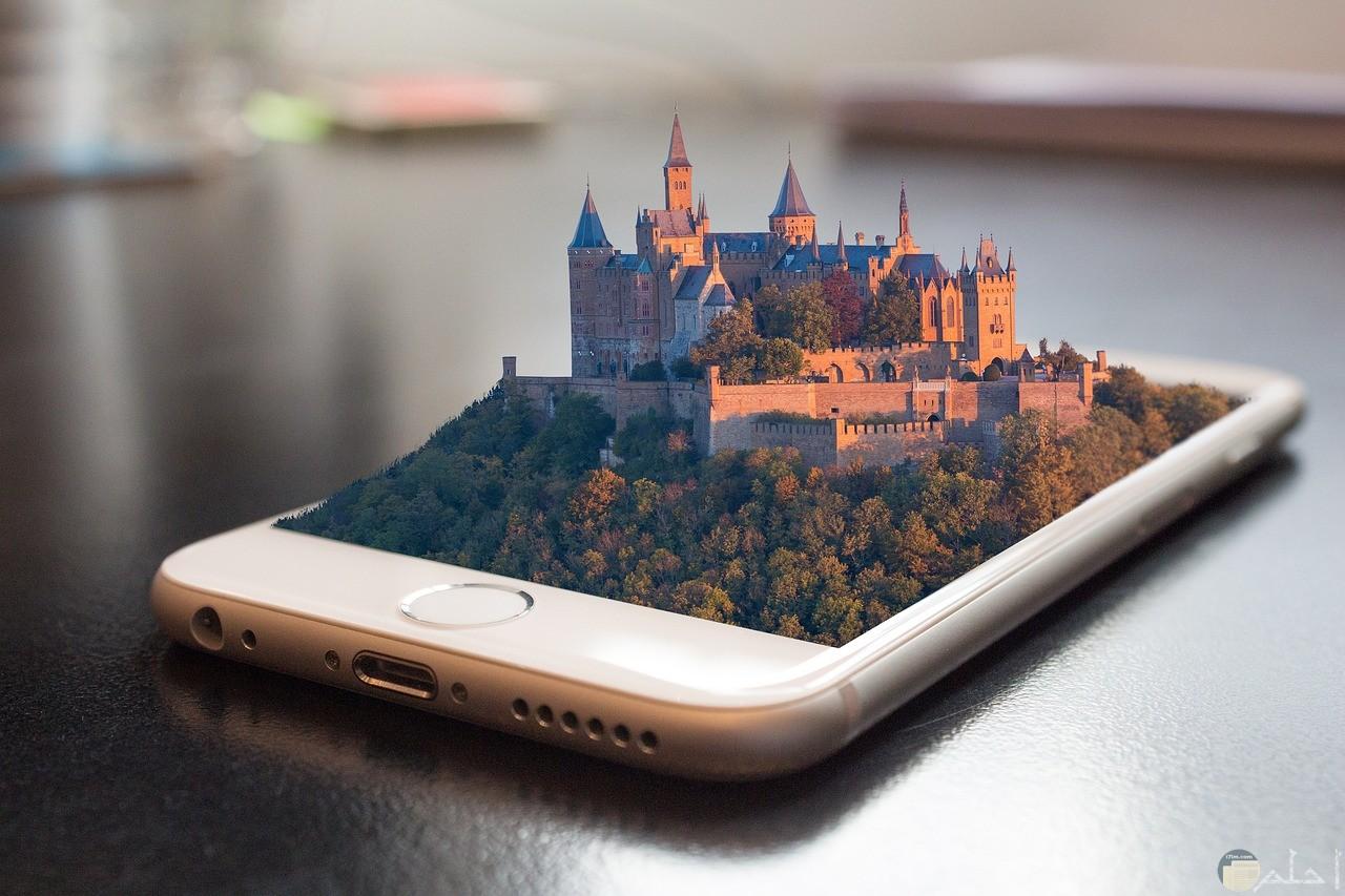 صورة تكنولوجيا جميلة بهاتف مدموج مع صورة غابة