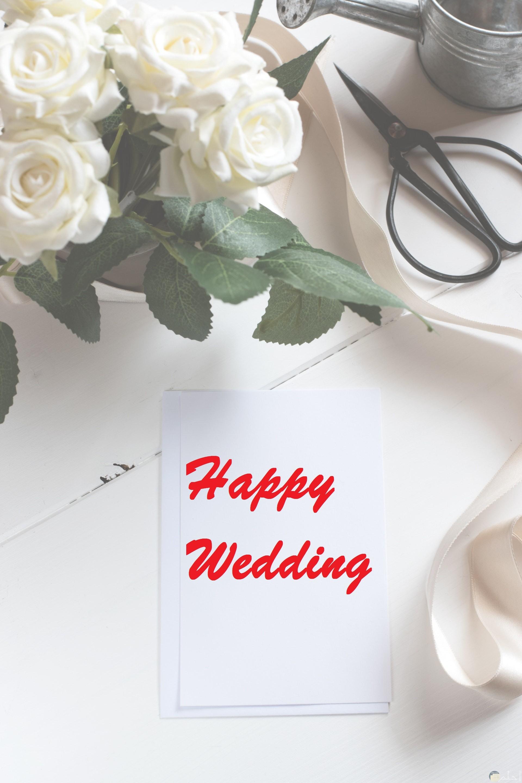 صورة تهنئة مميزة مكتوب عليها happy wedding حولها زهور بيضاء