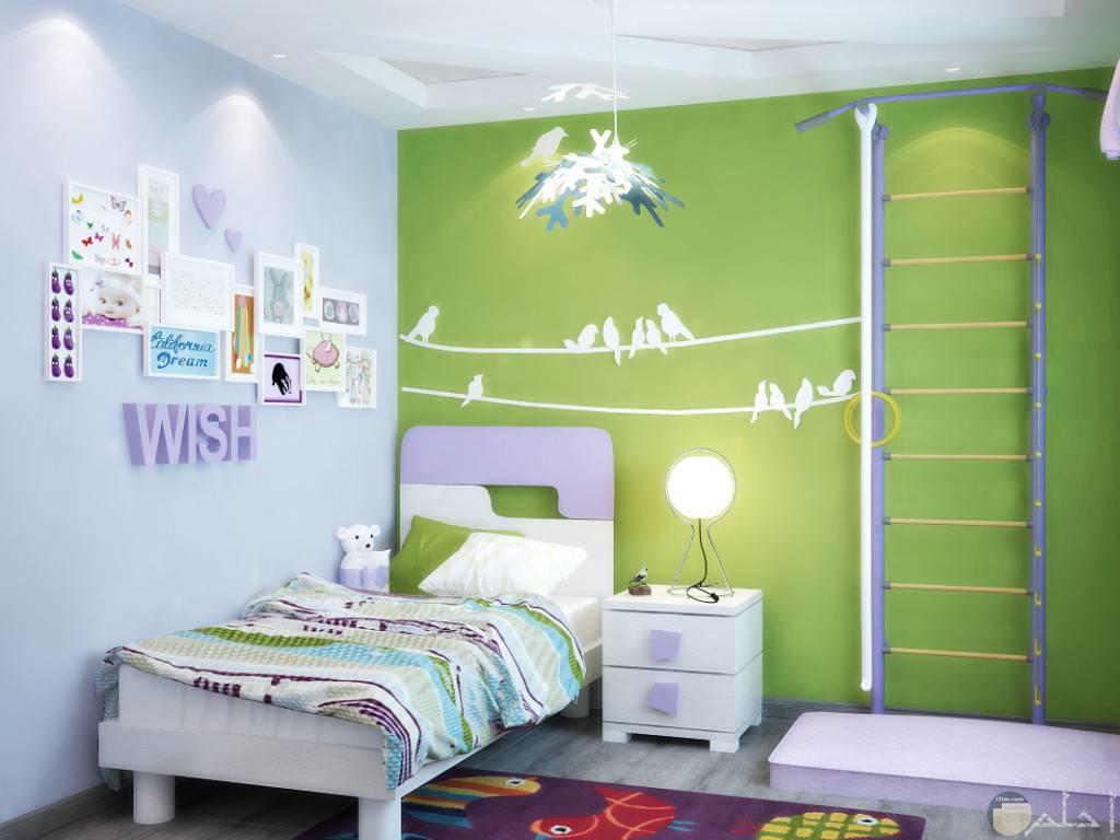 صورة جميلة لديكور غرفة أطفال مزينة الحوائط برسومات عصافير