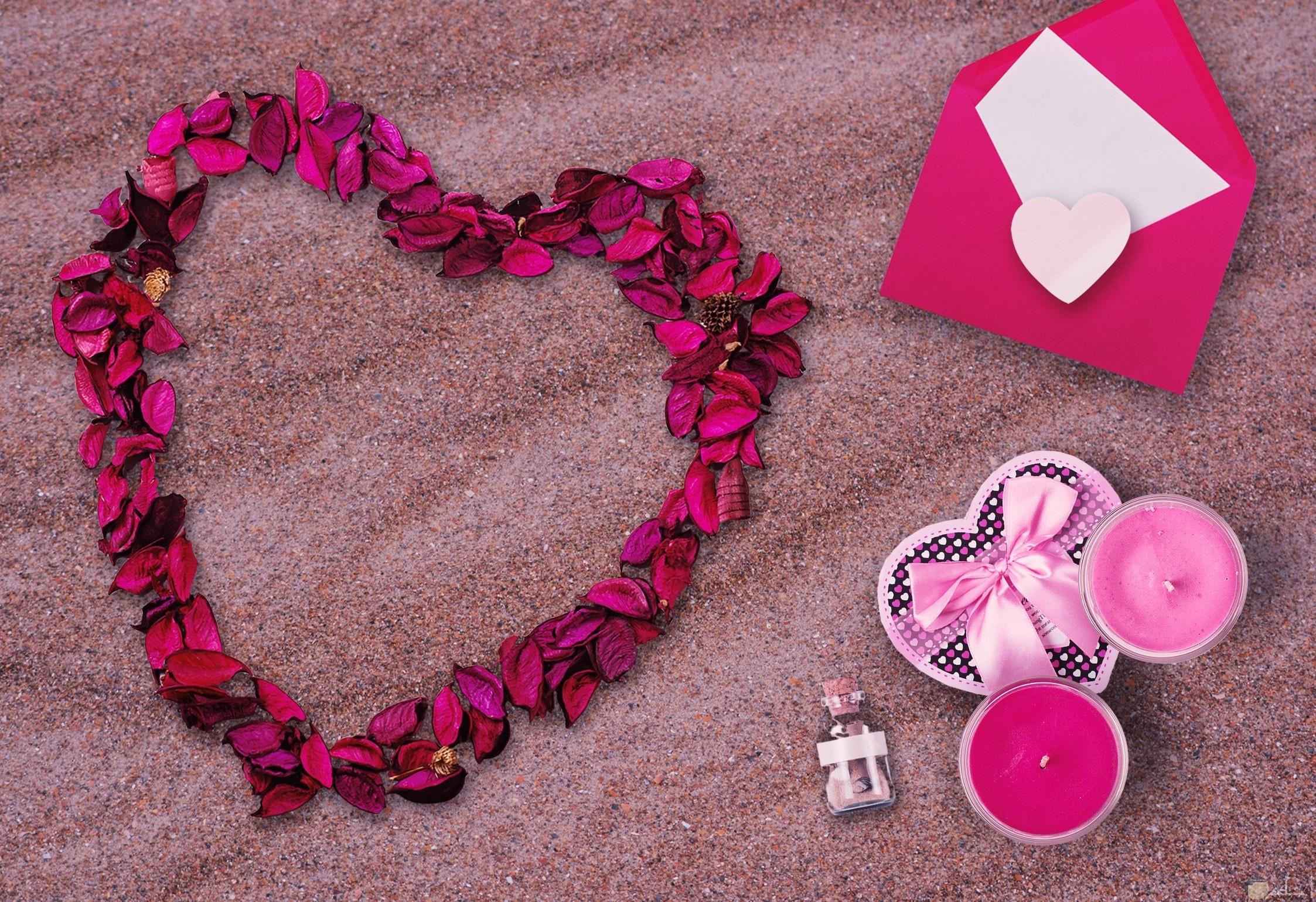 صورة مميزة وجميلة لقلب باللون الزهري الجميل بجانبه ظرف وردي