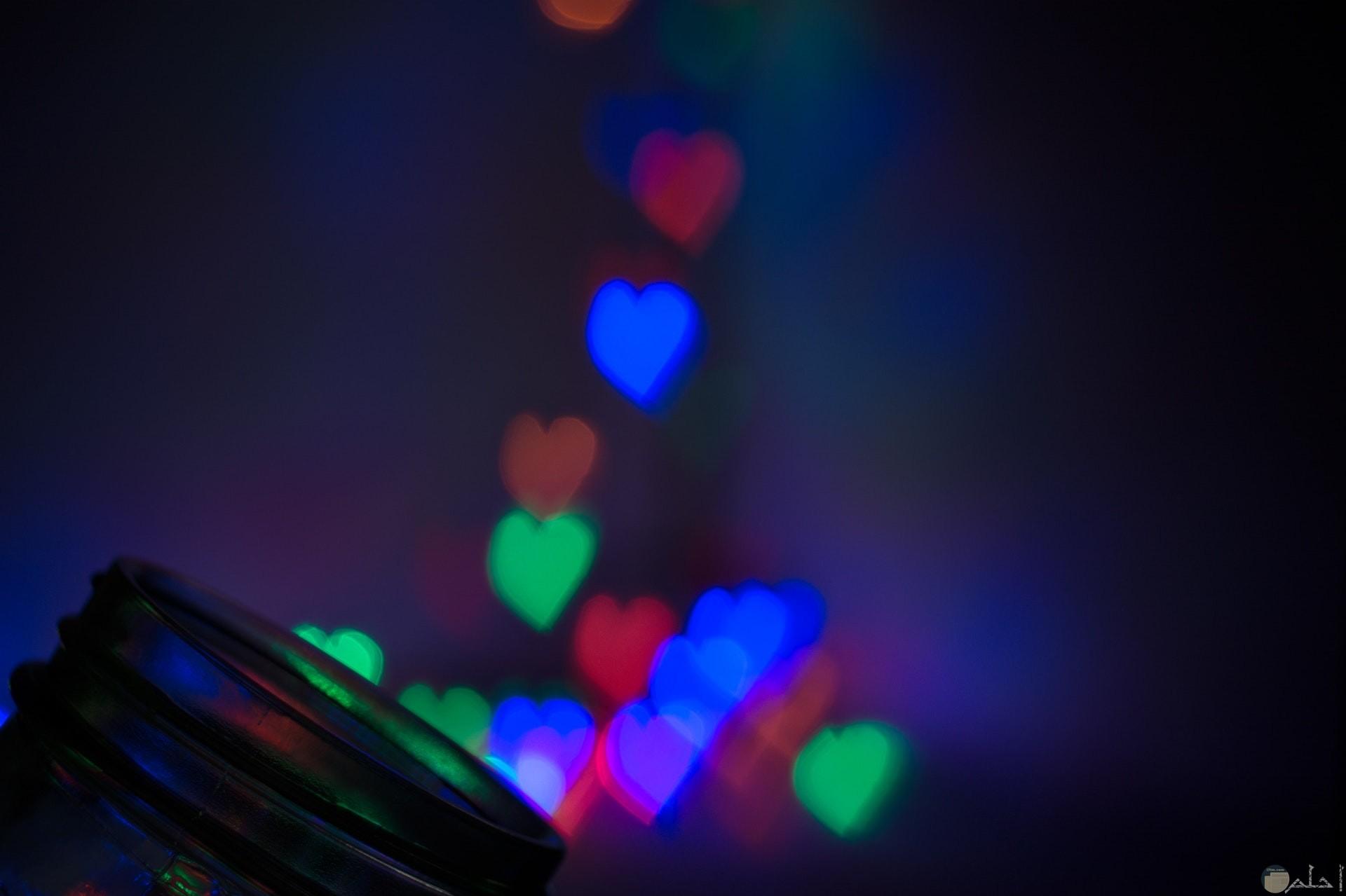 صورة مميزة لقلوب ملونه فمنها الأزرق والأخضر والأحمر