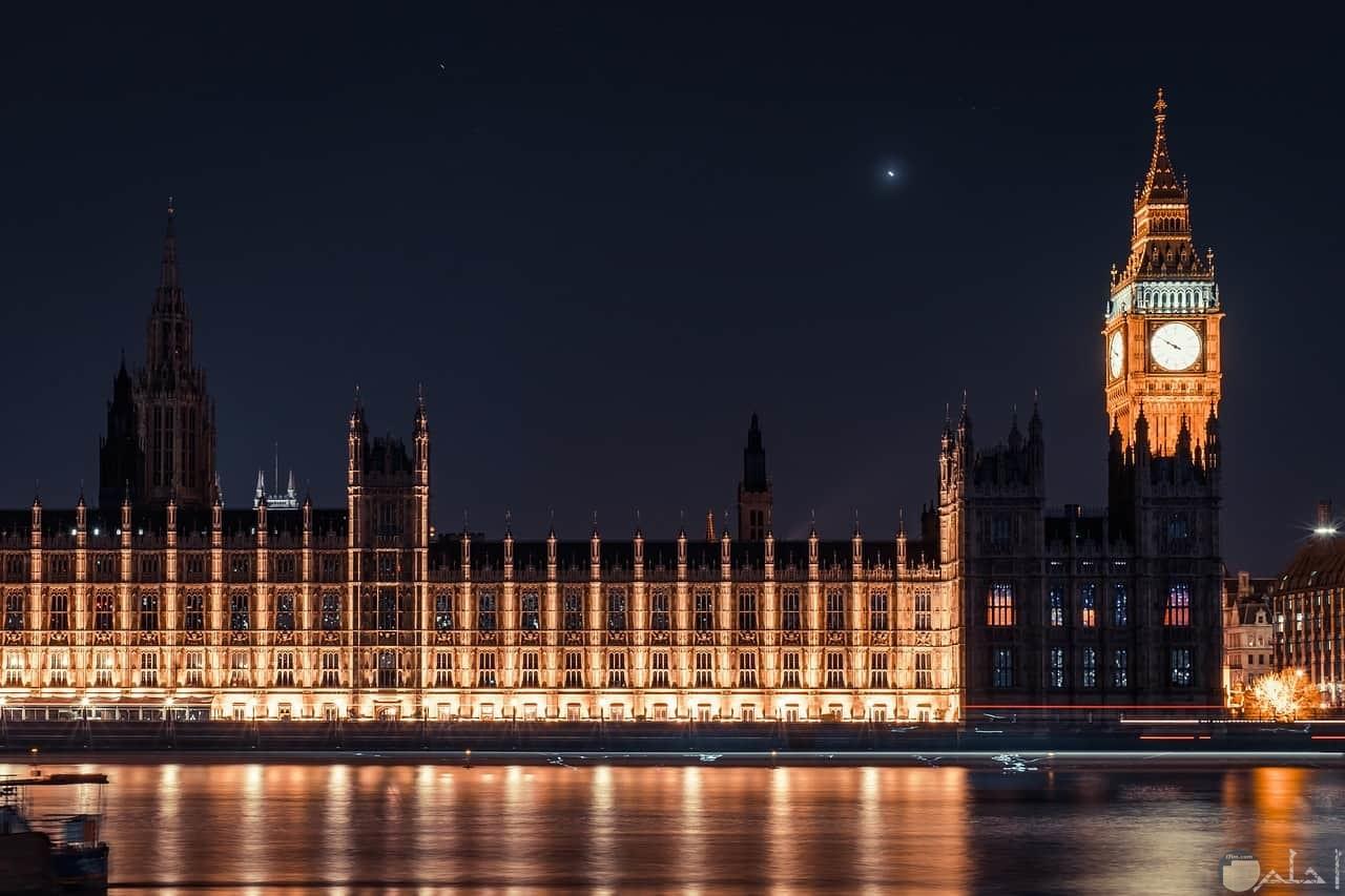 صورة جميلة للمعلم السياحي ساعة بيج بين في المساء