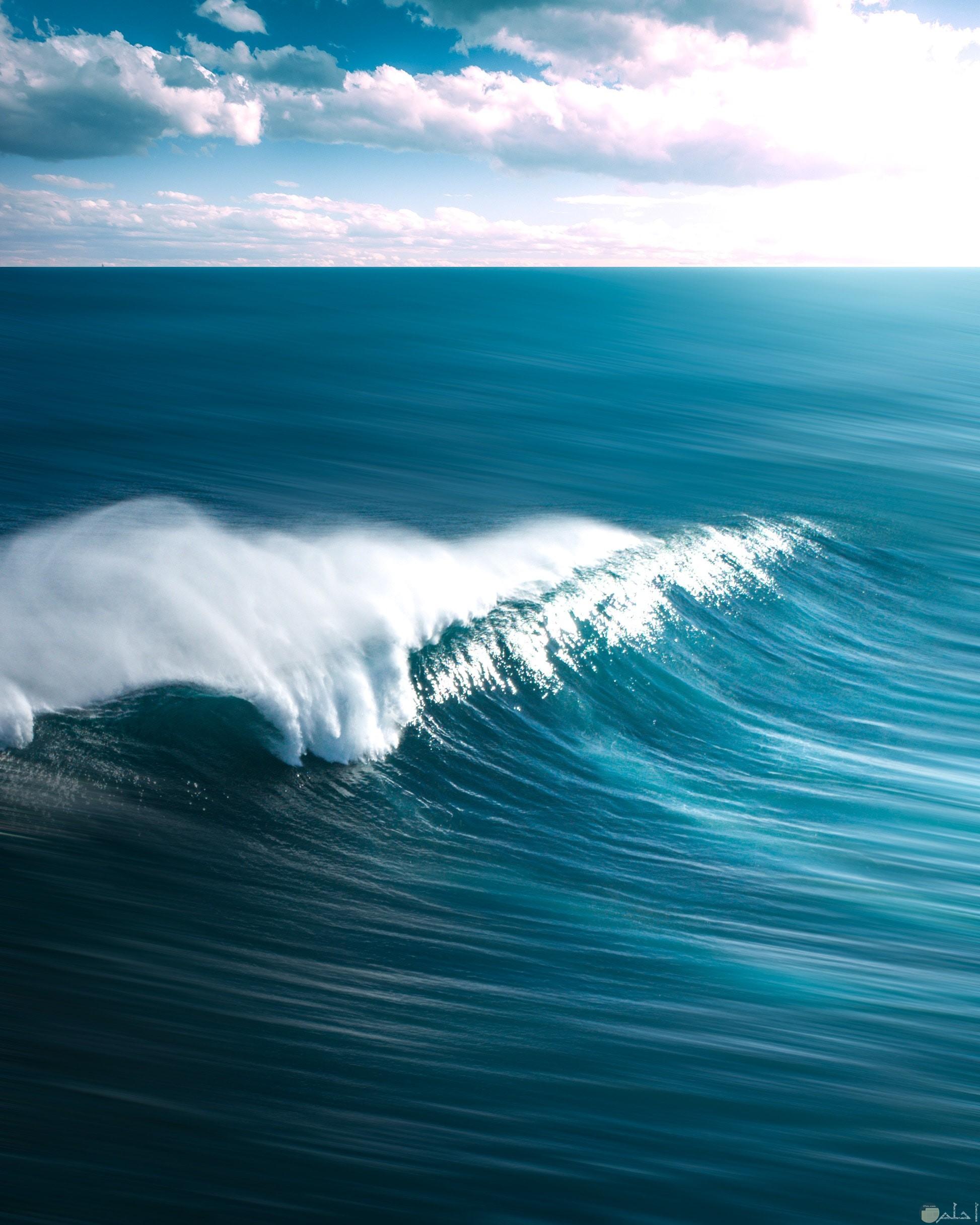 صورة مميزة ورائعة لموج البحر الجميل