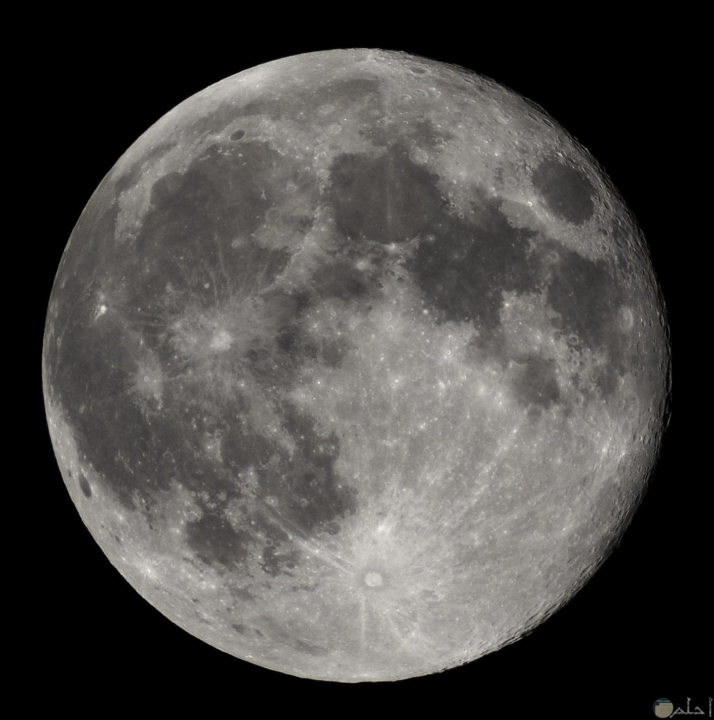 صورة قريبة للقمر