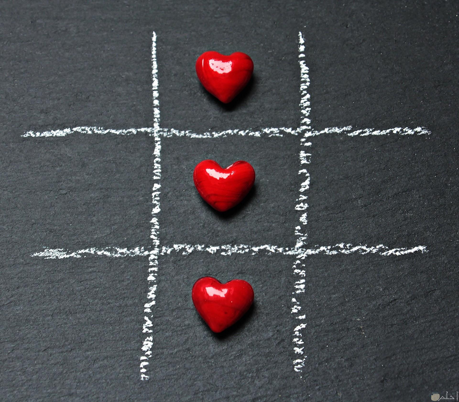 صورة قلوب حمراء جميلة متراصة في صف واحد في لعبه اكس او