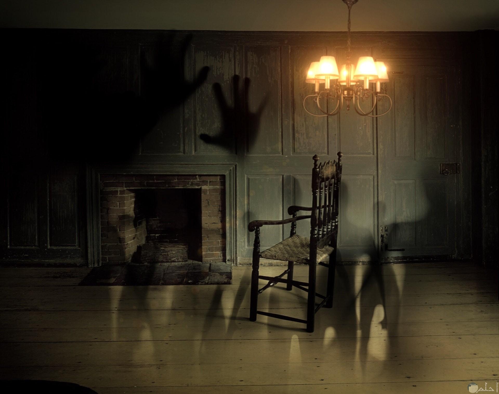 صورة مخيفة ومرعبة لأشباح تسكن في البيت