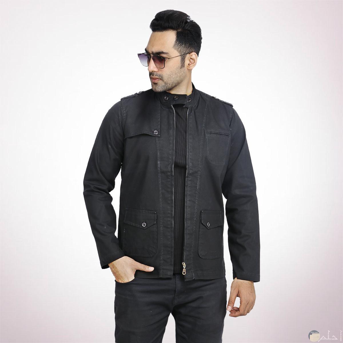 صورة للملابس الشتوية للرجال باللون الأسود مميزة