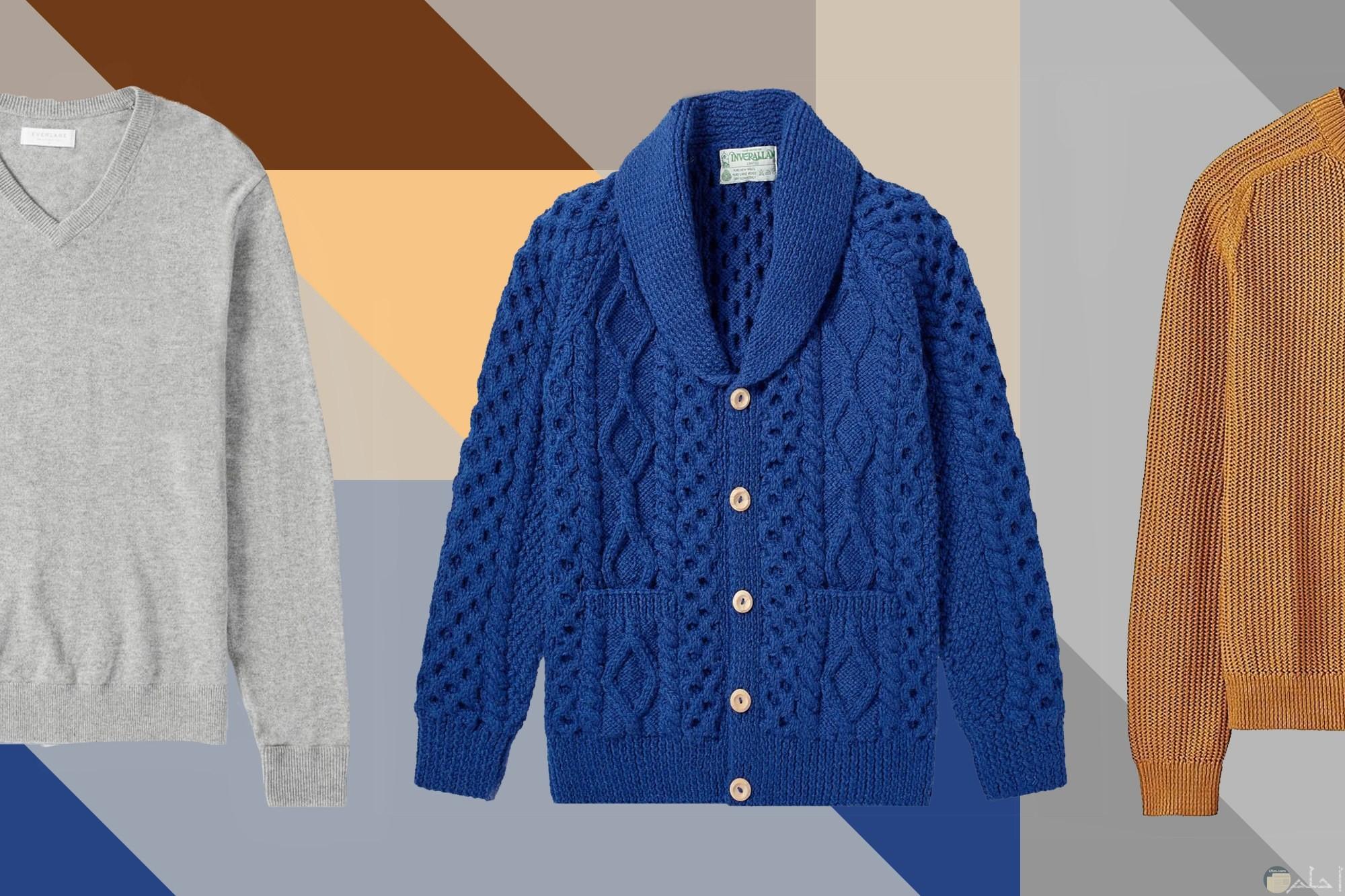 صورة لمجموعة من الملابس الشتوية الجميلة بألوان مختلفة