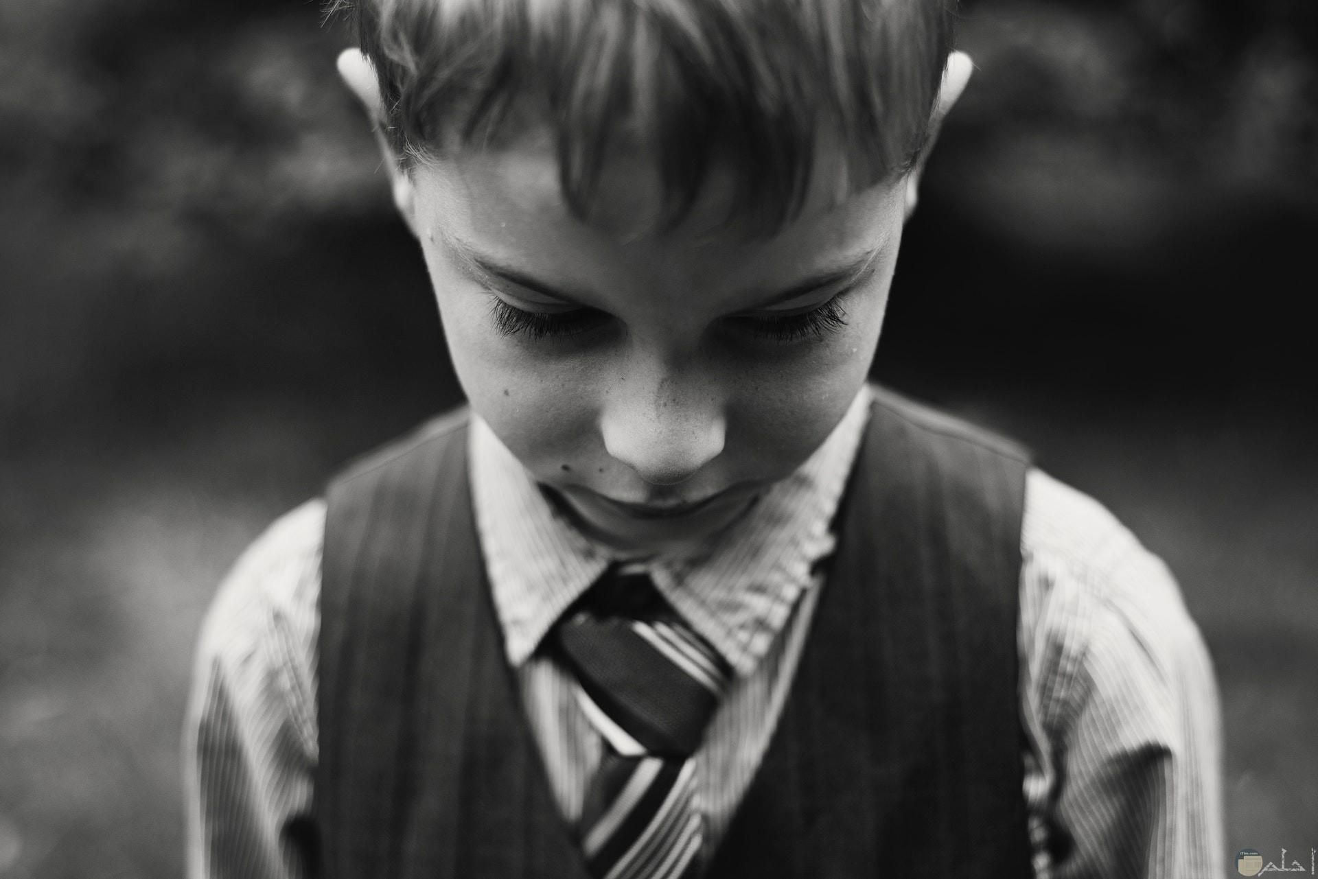 صورة حزينة لطفل صغير حزين