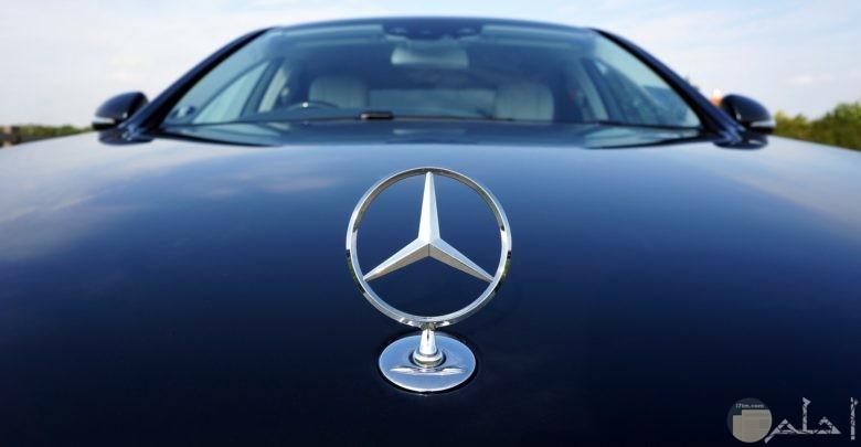 صورة جميلة ومميزة لسيارة مرسيدس بنز من الأمام