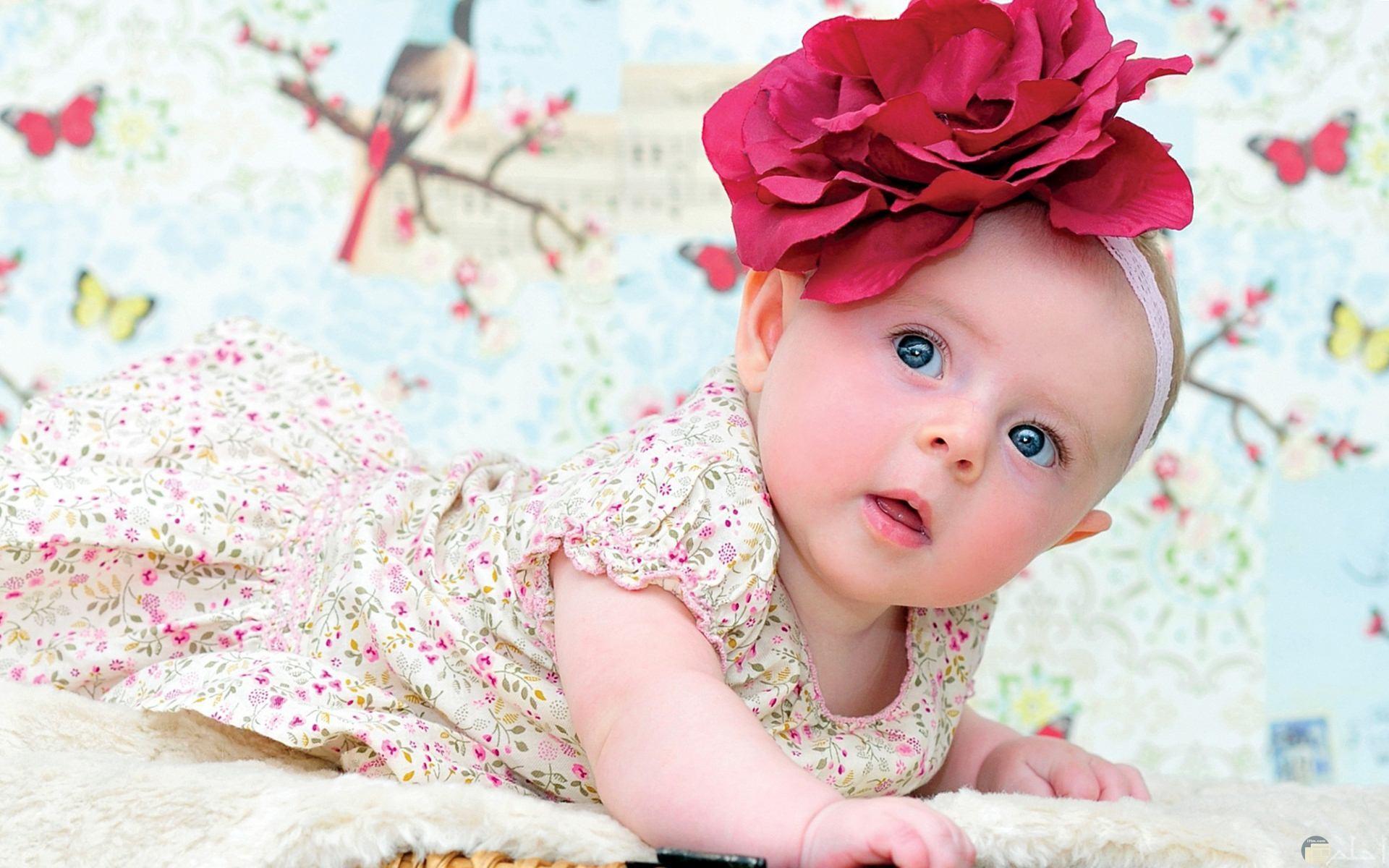اجمل بنوتة وارق فستان وتوكة حمراء