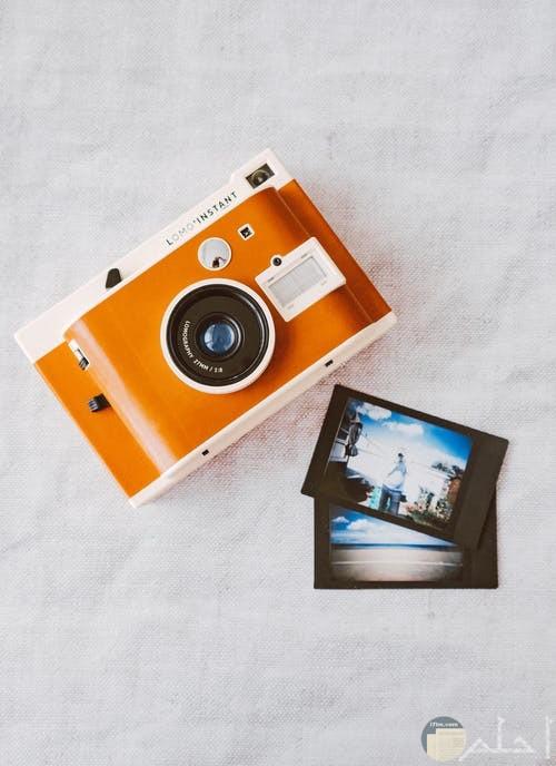 صورة كاميرا وصور تعبر عن الذكريات