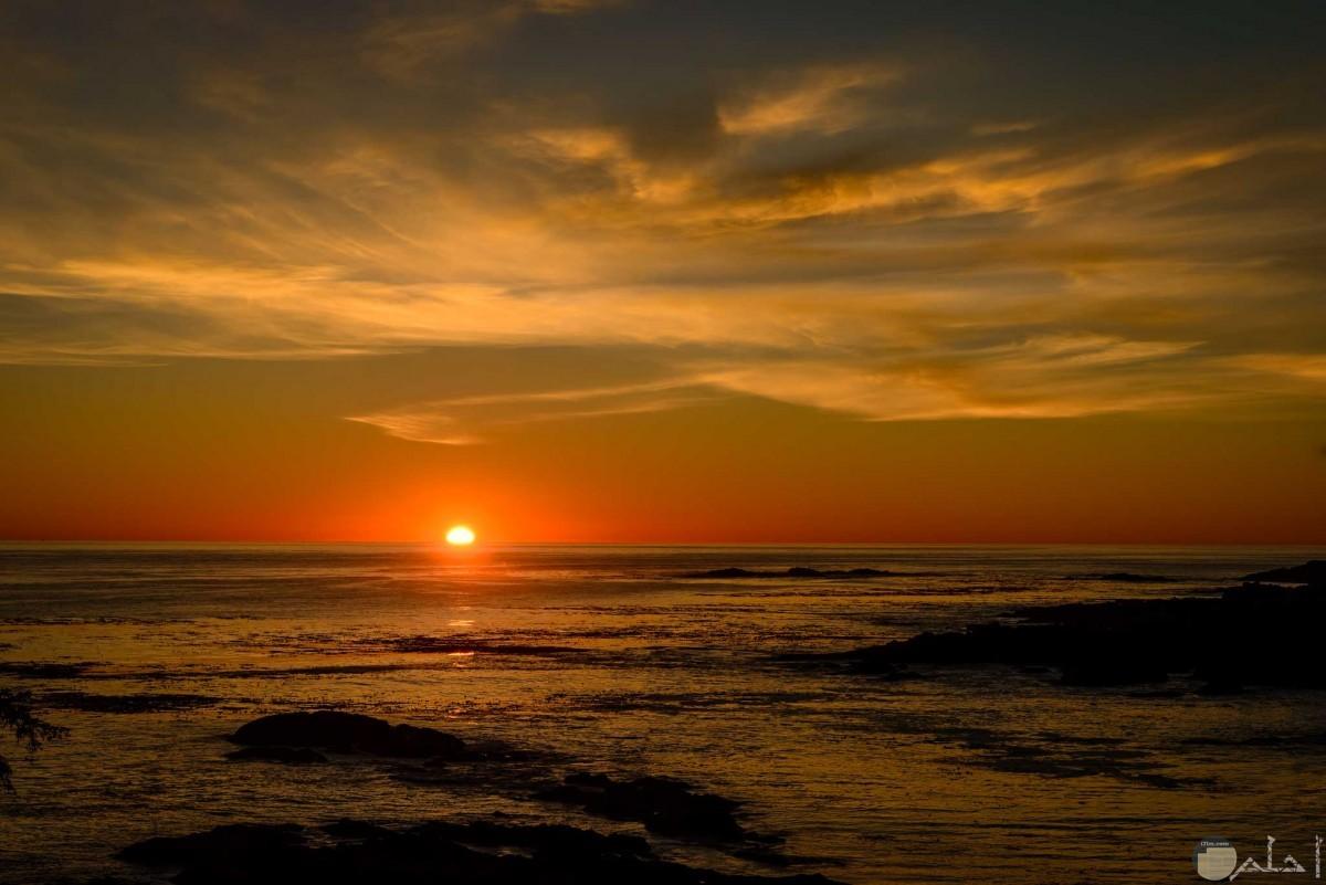 غروب الشمس مع ماء البحر