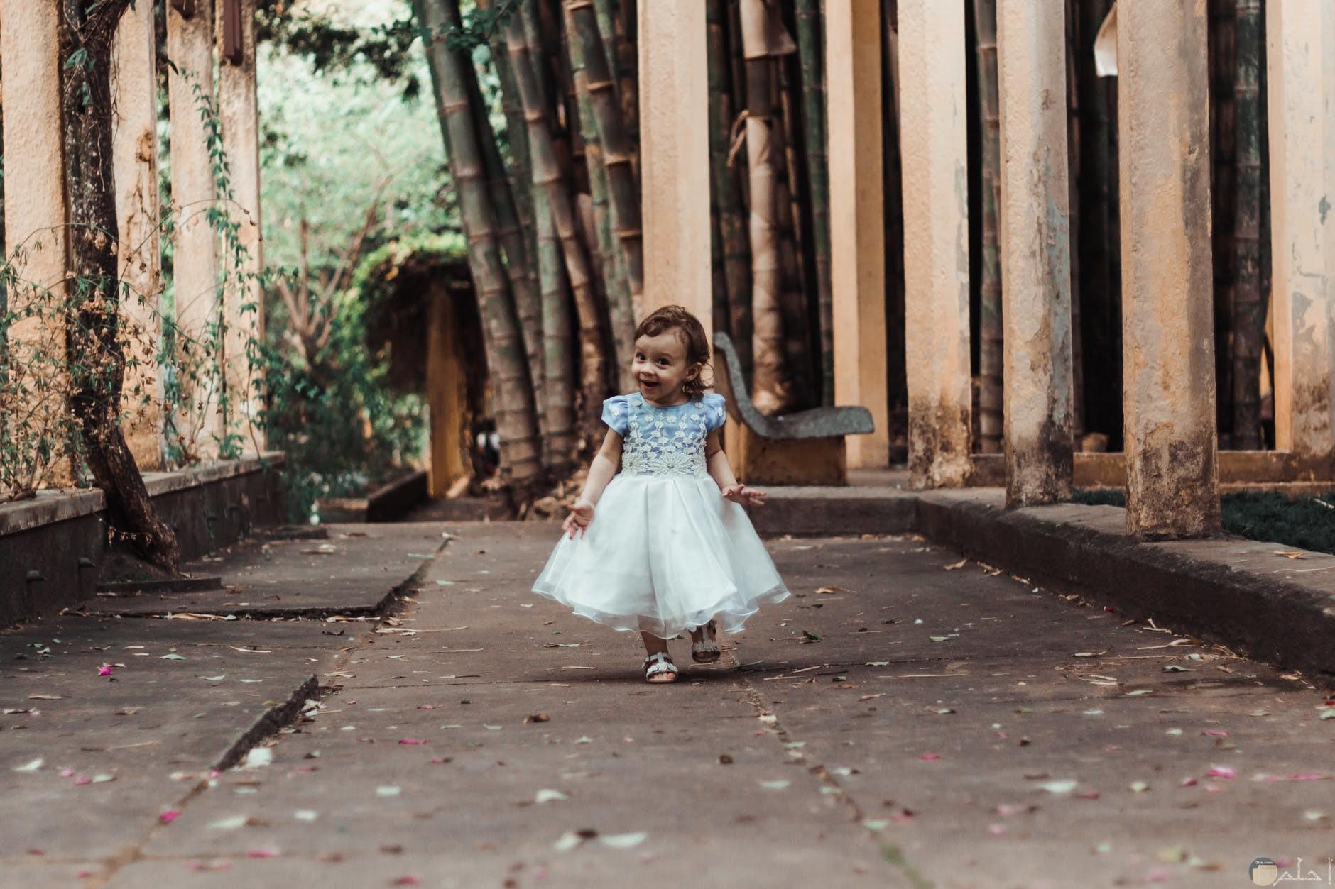 فستان منفوش ابيض
