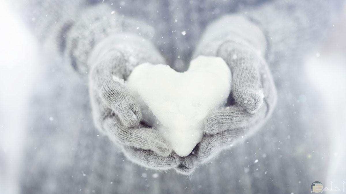 قلب أبيض من الثلج