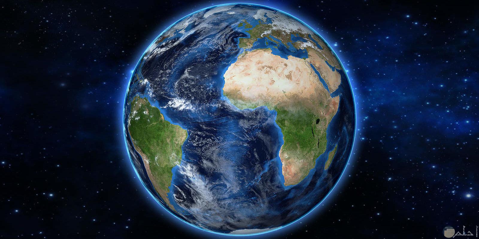 صورة كاملة لكوكب الارض يظهر فيها اليابس والمسطحات المائية بشكل واضح وجميل
