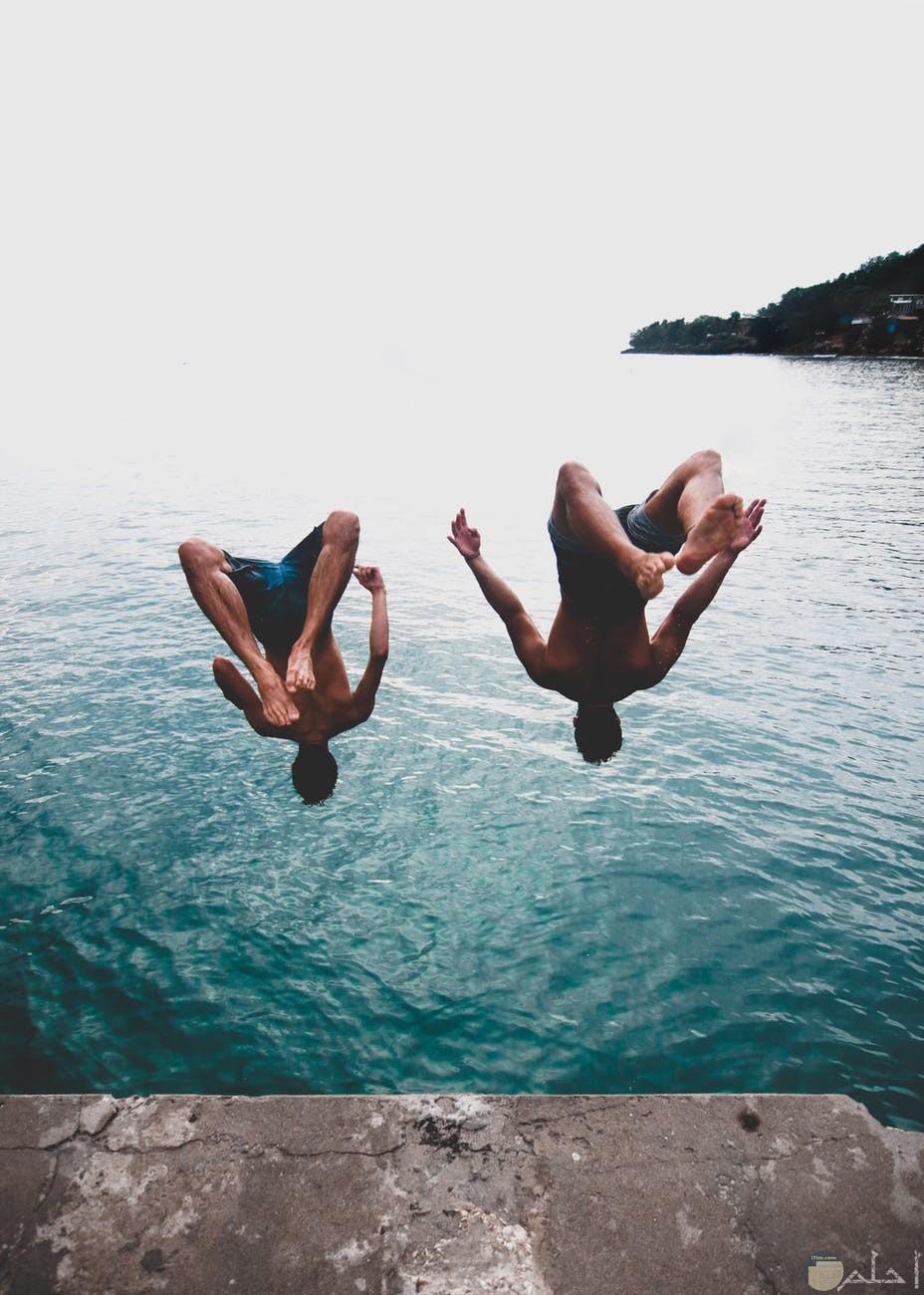 لعبة القفز في المياة