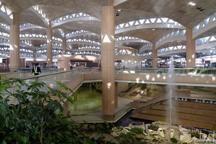 مطار الملك خالد الدولي بالرياض في السعودية