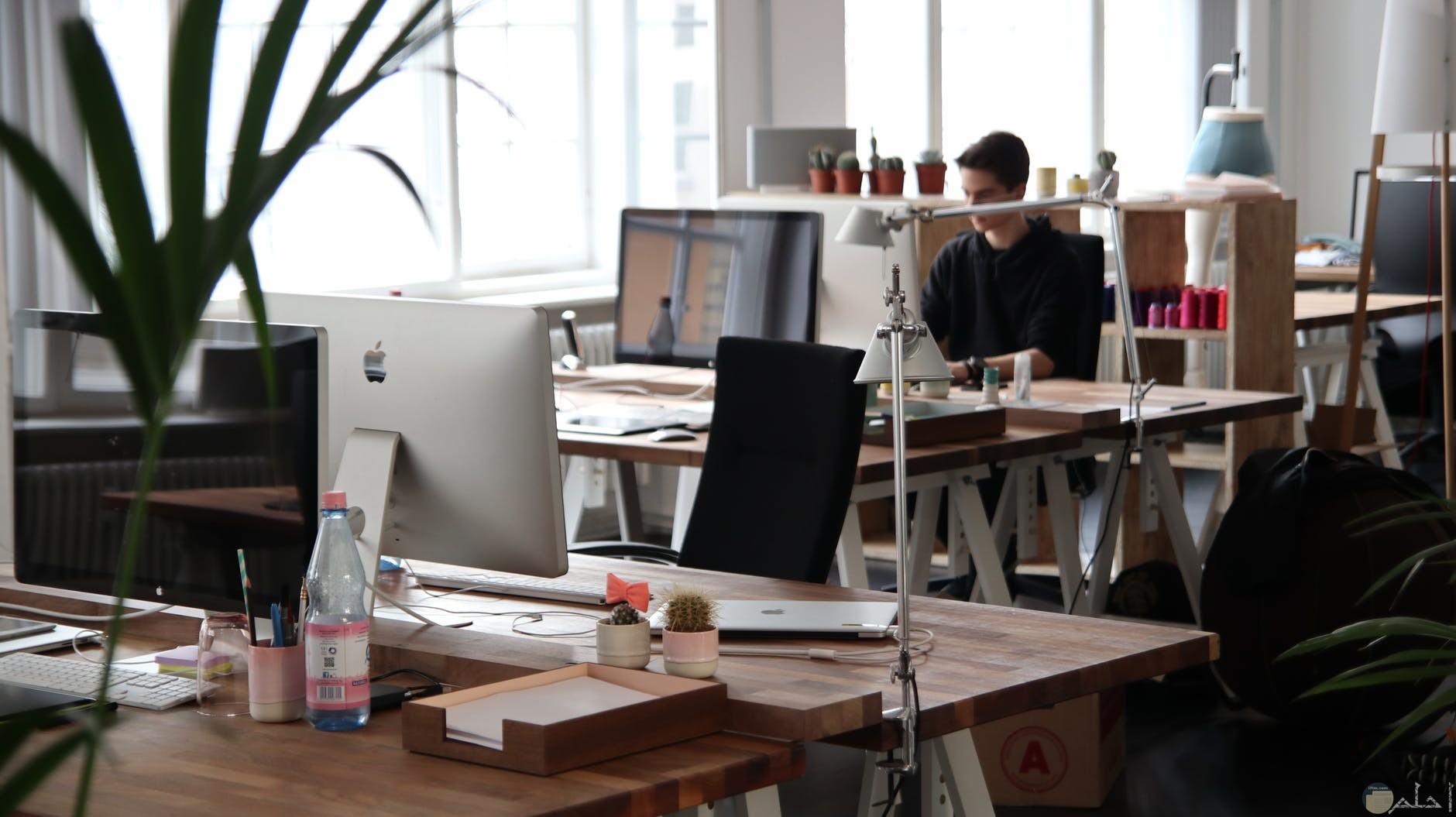 مكتب بسيط للعمل