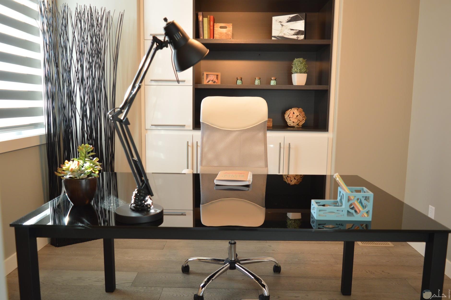 مكتب غاية في الجمال